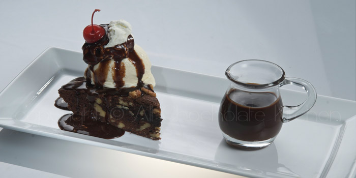 kentucky-derby-pie-with-vanilla-gelato